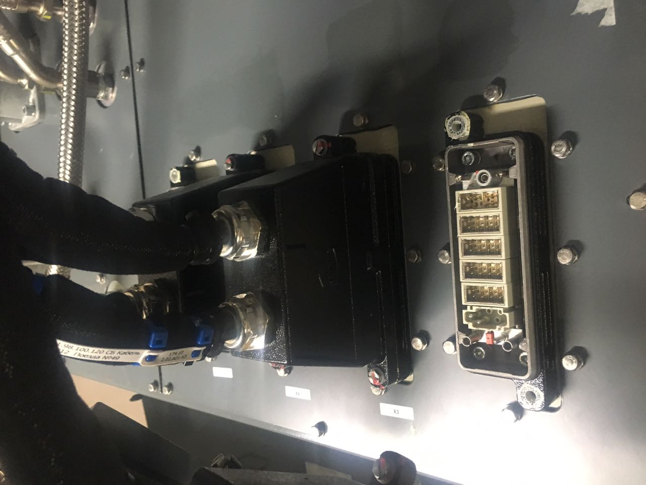 Ural Locomotives uses the Han® connector
